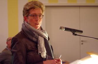 Heike Kemmer geht auf Fragen aus dem Pferdezuchtverein Rotenburg-Sottrum ein.